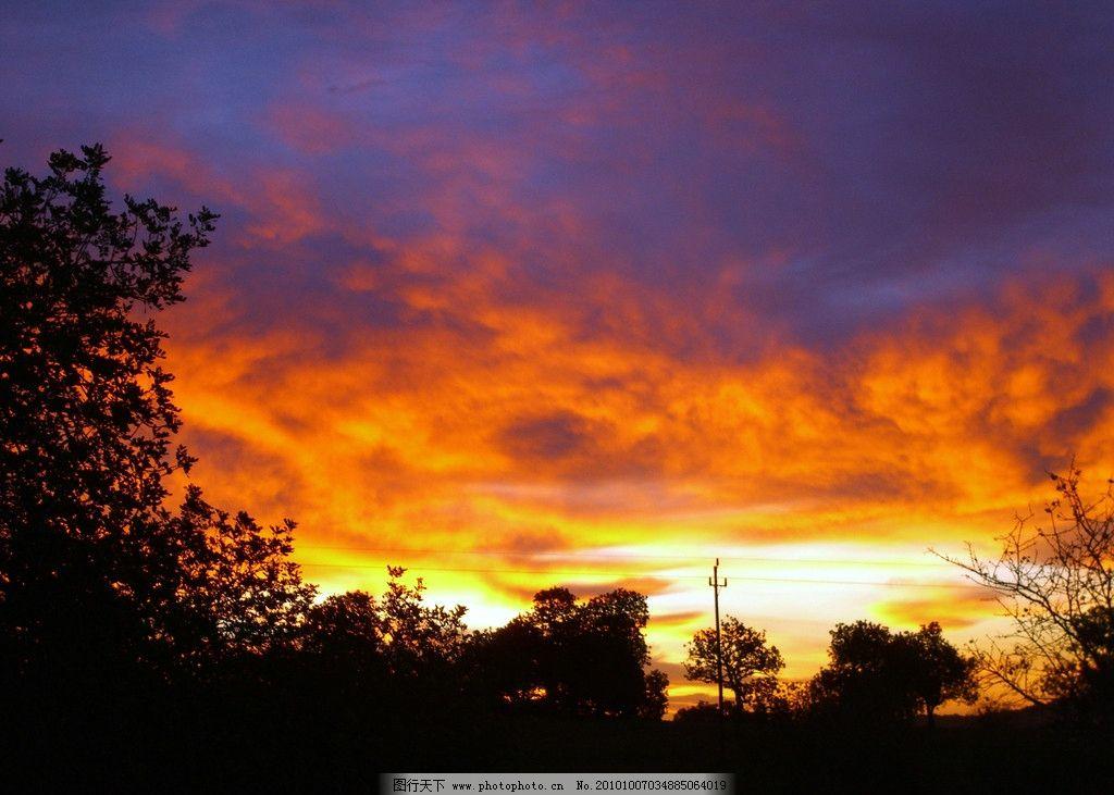 天空景色 落日天空 晚霞天空 火烧云 夕阳天空 晚霞 云彩 树林 美丽