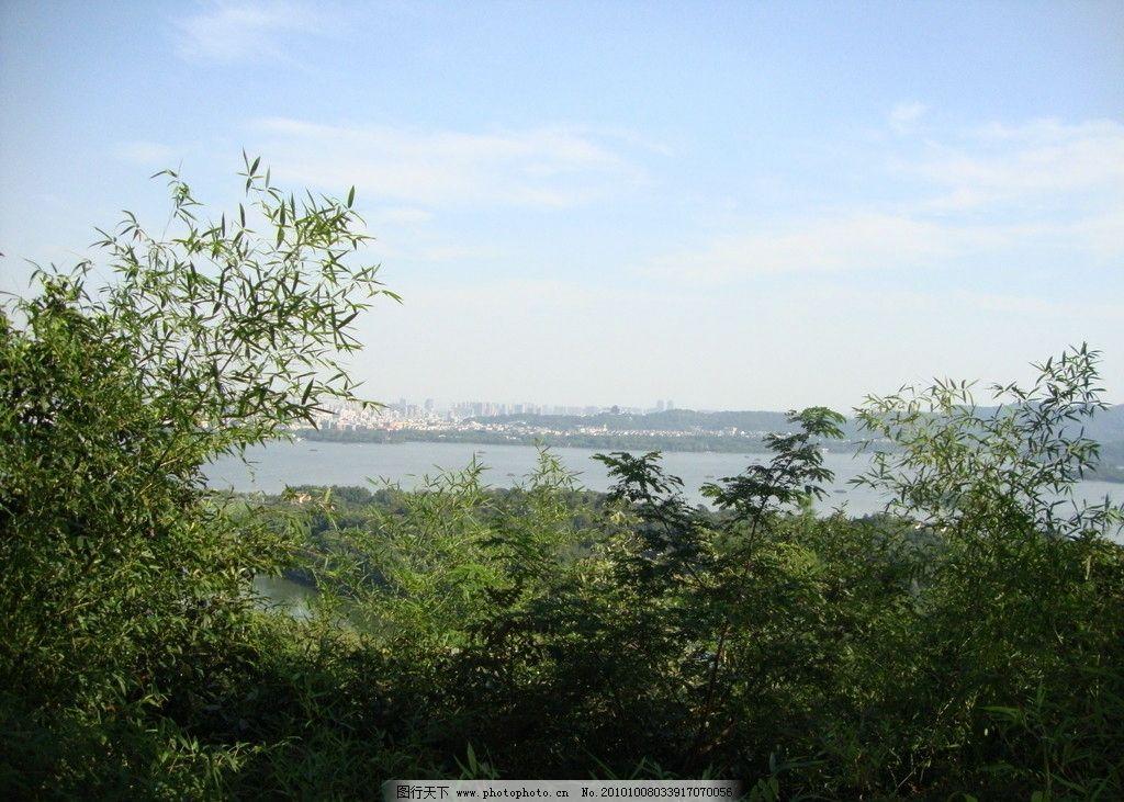 西湖山 黄龙洞 水岛 蓝天 树 树林 远景 风景 景色 美景