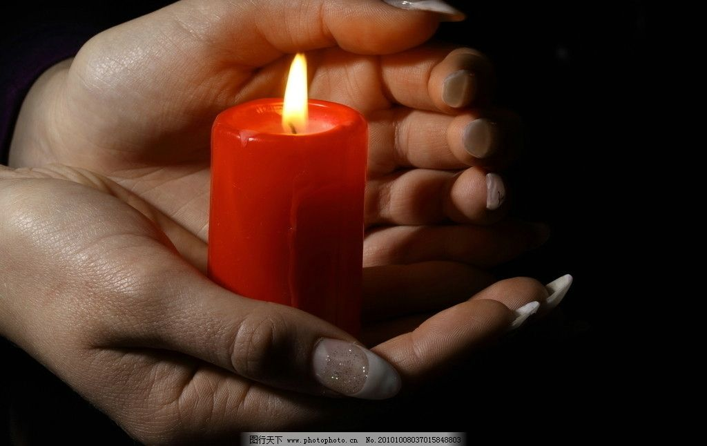蜡烛图片 蜡烛 祝福 祈福 祈悼 双手捧着蜡烛 手 生日 节日 生日素材
