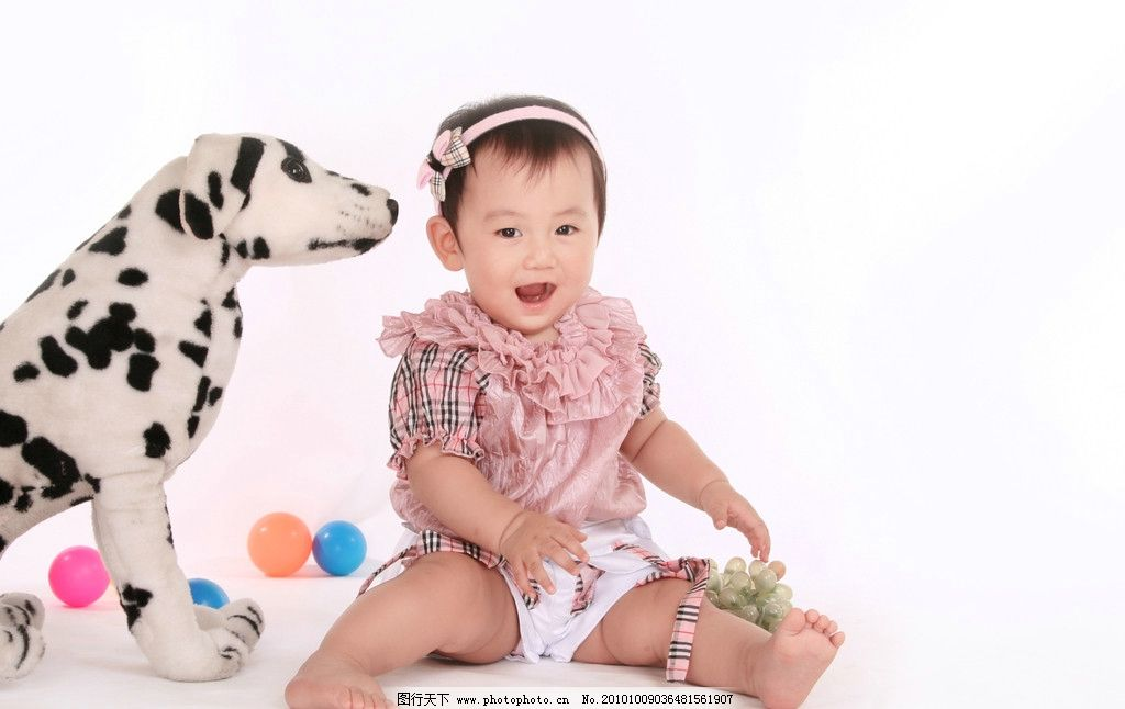 可爱宝宝 婴儿 儿童 女孩 小狗 幼儿 东方儿童 人像 影楼 摄影