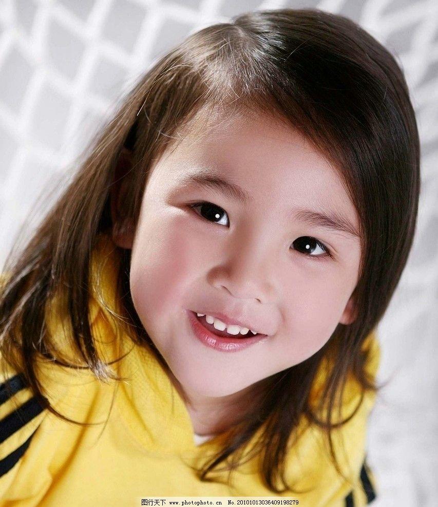 可爱的小姑娘 女童 小女孩 漂亮脸蛋 天真无暇眼神 甜美笑容 滋润肌肤