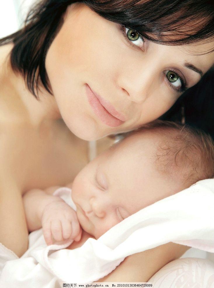 漂亮妈妈抱着熟睡的婴儿 婴儿 幼儿 孩子 宝宝 宝贝 可爱 摄影 儿童
