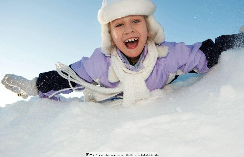 儿童 滑雪 冬季 冬天 雪地 滑板 运动 小孩 快乐 顽皮 可爱 调皮 小