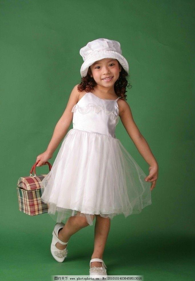 活泼可爱小姑娘图片