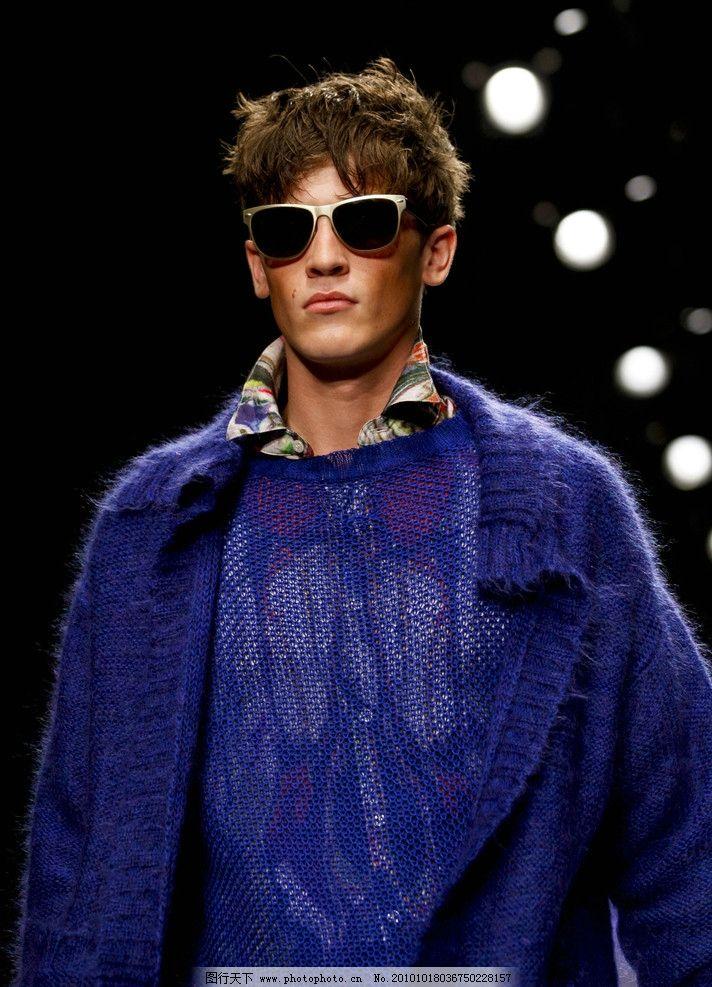 模特 男模 墨镜 冷酷 酷 毛衫 性感 高大 帅哥 男性男人 人物图库