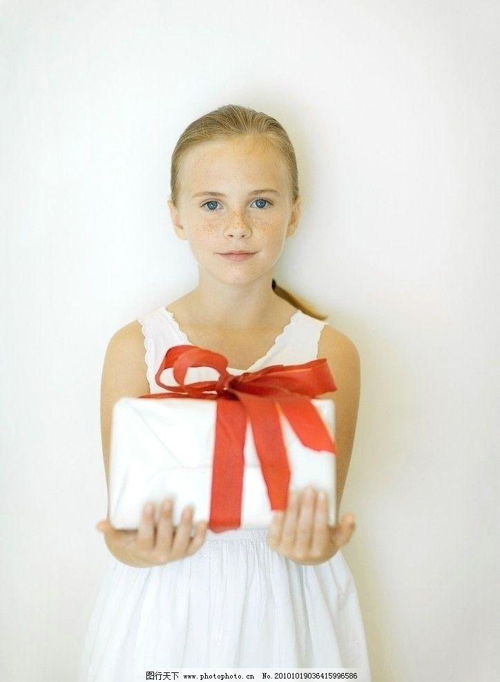 儿童高清 礼物 礼盒 丝带 蝴蝶结 小孩 快乐 顽皮 可爱 调皮