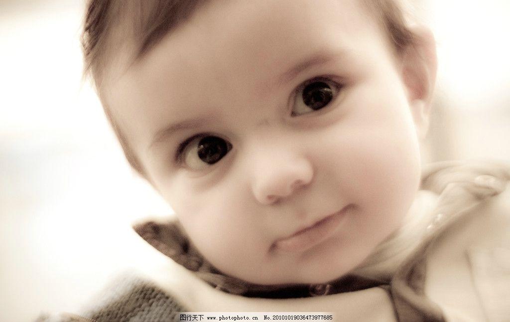 可爱的大眼睛小男孩图片