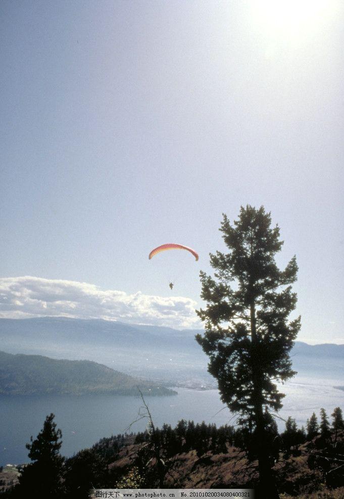 山顶风景 蓝天 白云 阳光 远山 湖泊 树木 森林 丛林 国外旅游