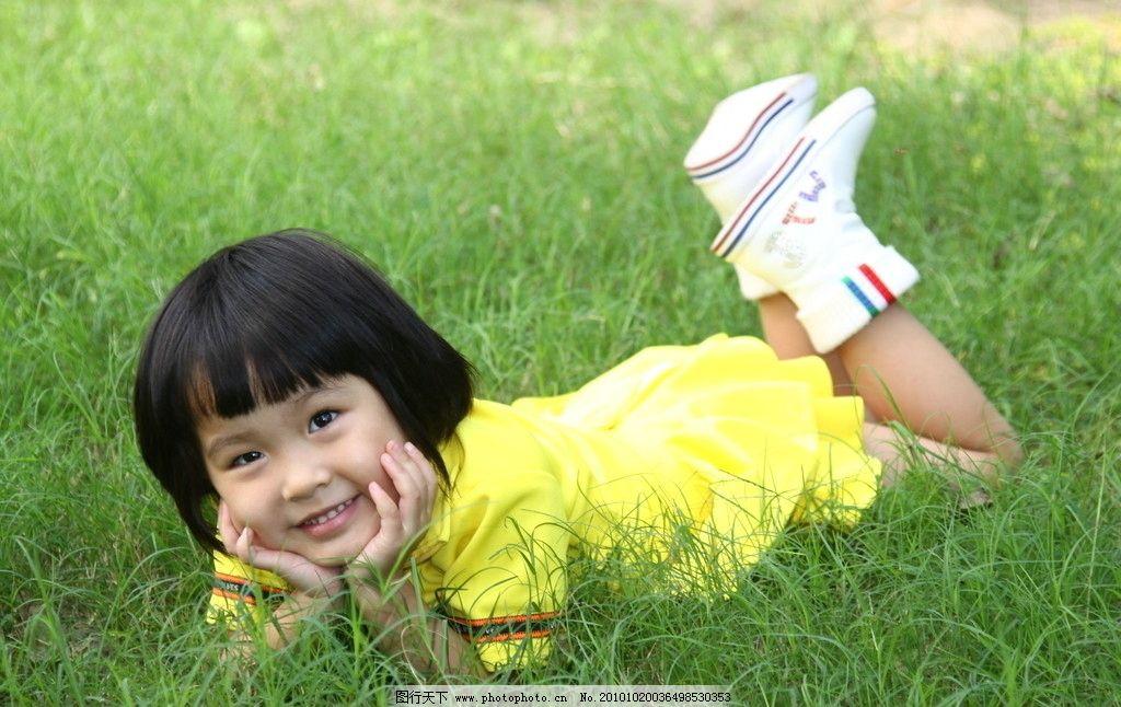 宝贝 可爱 童真 纯真 童趣 小女孩 草地 可爱的宝贝 儿童幼儿