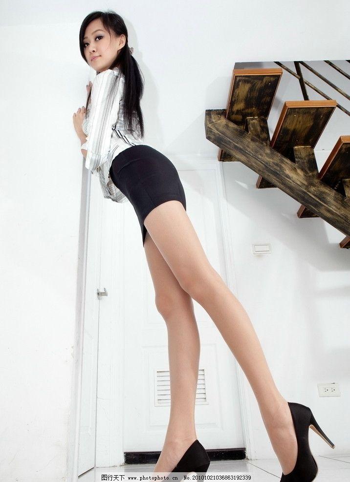 长腿美女 美女 女性 东方 长发 黑发 职业装 衬衣 短裙 长腿 美腿 丝袜 曲线 修长 室内 特写 高跟 女性女人 人物图库 摄影 300DPI JPG