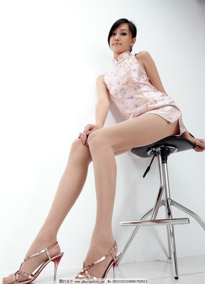 长腿美女 美女 女性 东方 长发 黑发 粉色 旗袍 长腿 美腿 丝袜 曲线图片