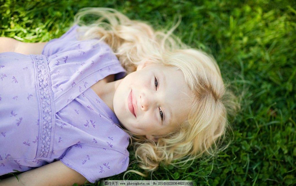 国外女孩 户外女孩 人物 外国小孩 金发女孩 紫衣女孩 儿童幼儿 人物