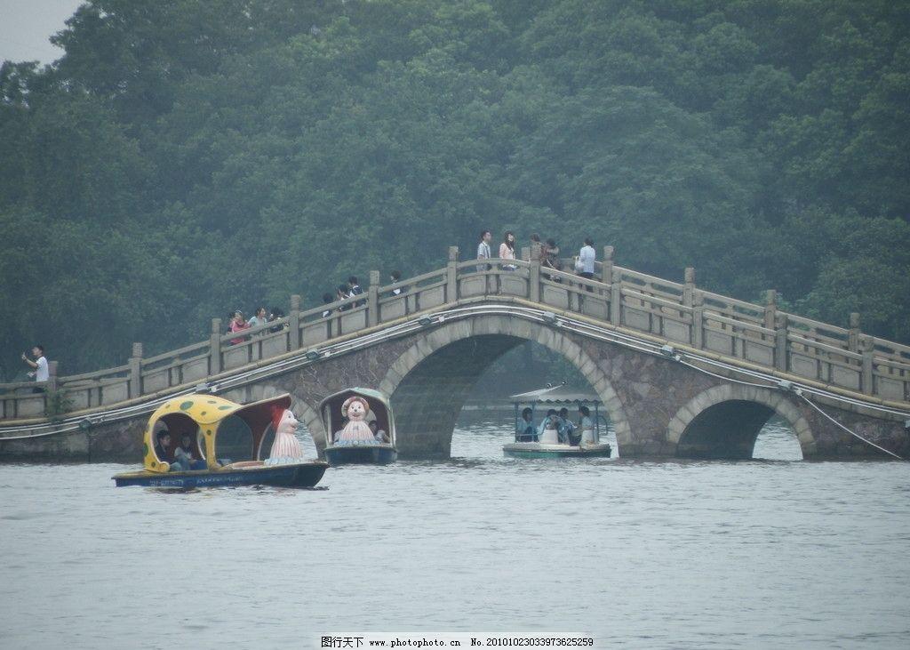 拱桥 公园 石桥 古典 风景如画 曲桥 游船 游人 游客 湖水 和风 风和