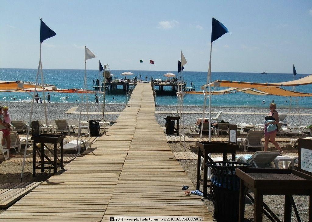 土耳其风景 蓝天 白云 大海 观景台 休闲桌椅 游客 国外旅游
