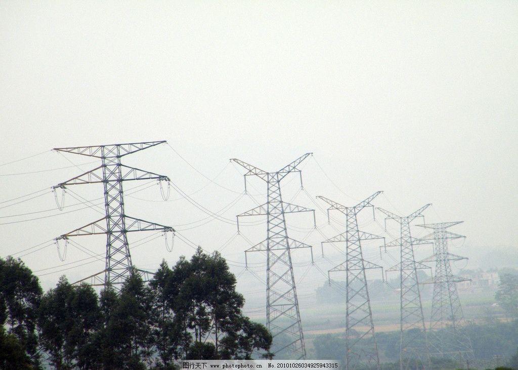 电塔 输电线 塔架 树木 透视 其他 自然景观 摄影 72dpi jpg