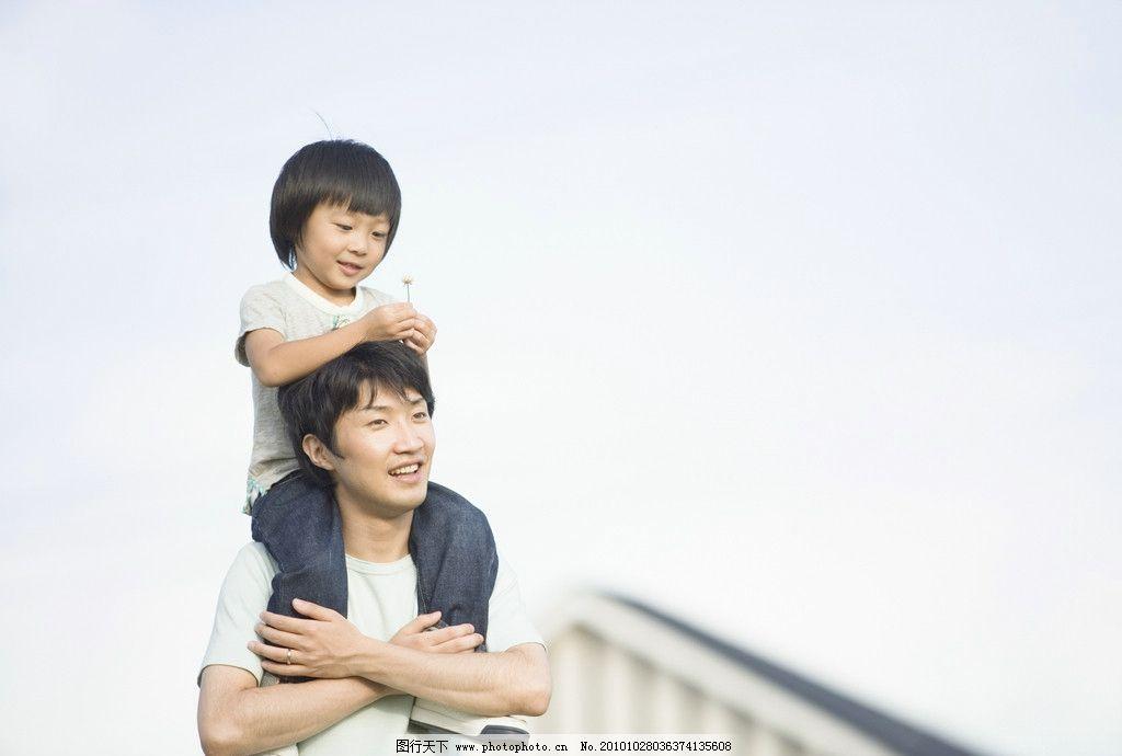 父親與孩子圖片,幸福 家庭 一家人 兒童 藍天 建筑-圖