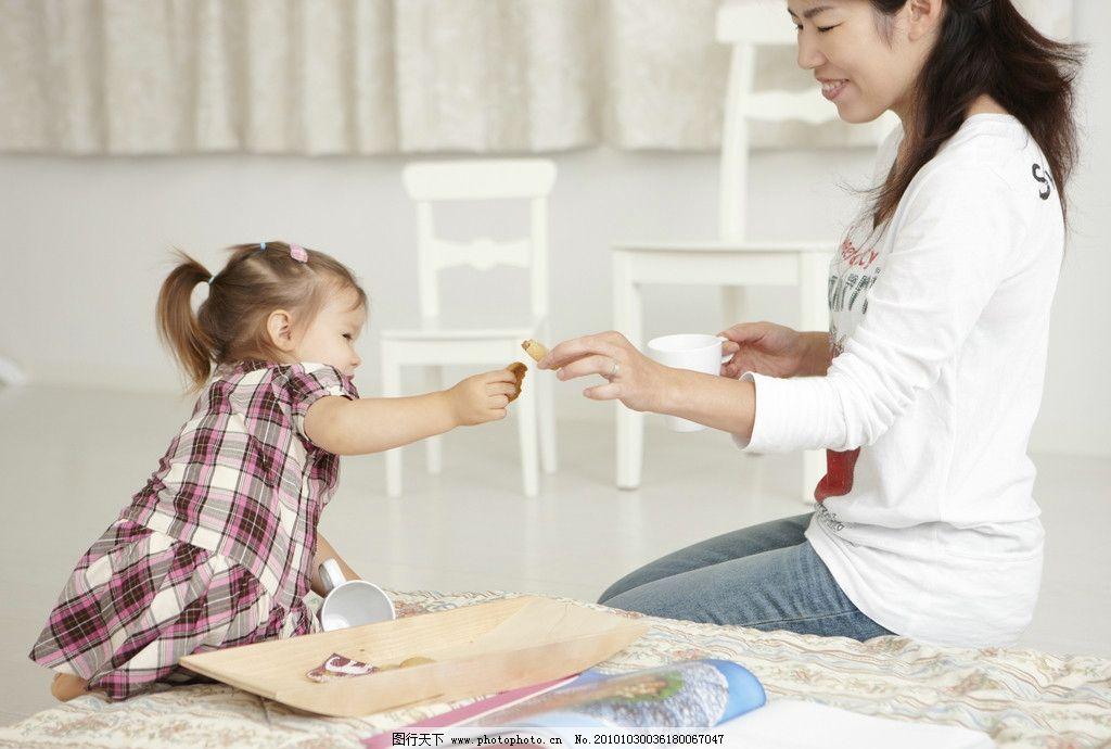 女孩 儿童用品 玩具 人物高清图片(日常生活) 日常生活 人物图库 摄影