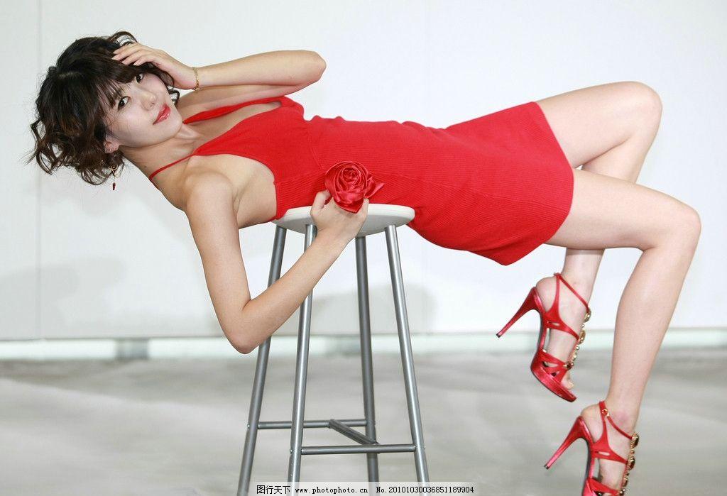 性感女郎 性感美腿 红色低胸短裙 娇俏可爱 椅子舞 时尚女性 女性女人