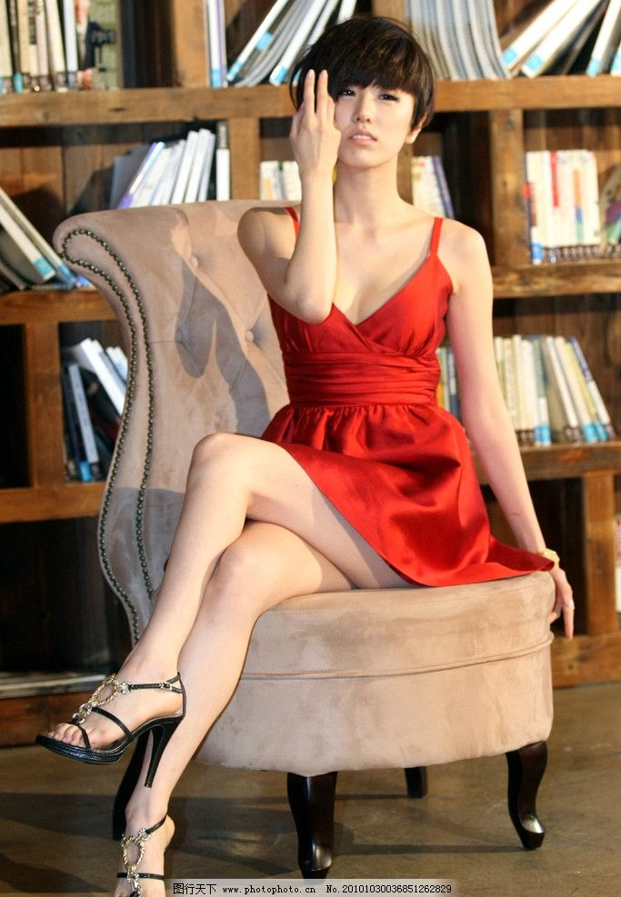 性感女郎 性感美腿 红色低胸短裙 娇俏可爱 时尚女性 女性女人 人物