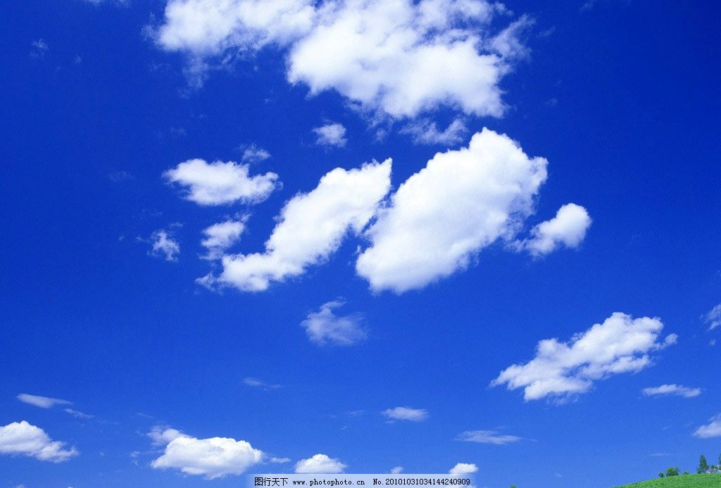 清晰蓝色 天空 绿地 白云 草地 摄影 蓝天 森林 绿草 自然风景 旅游摄