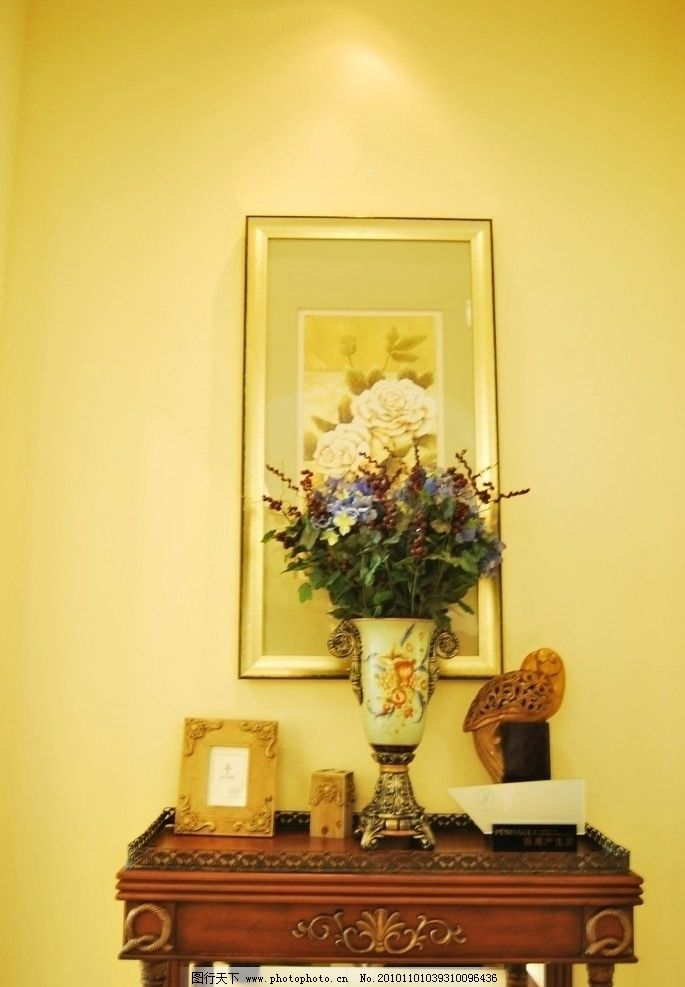 欧式古典装客厅装修风格 欧式古典装修风格 室内装修 花瓶 插花 相框