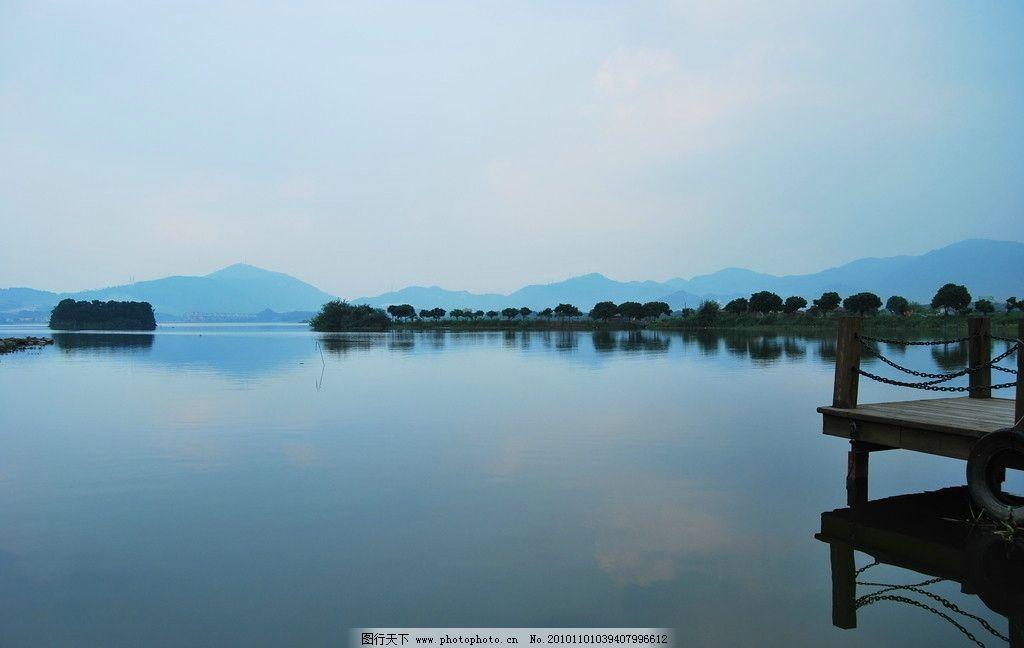 湖光山色 湖泊 傍晚 夕阳西下 冷色调 码头 自然景色 自然风光 自然界