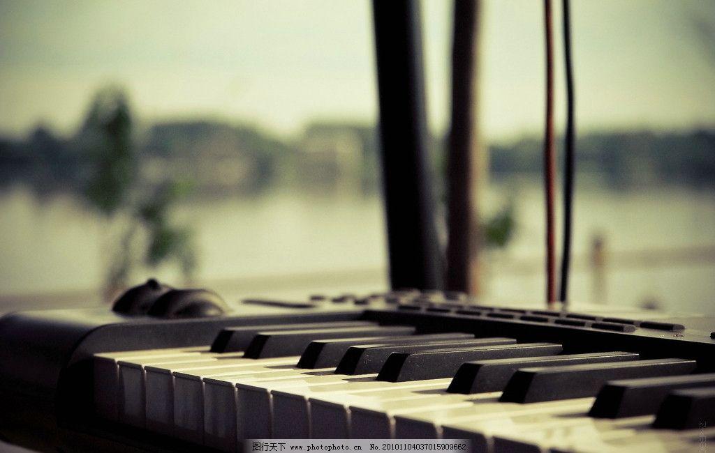 钢琴 海边 摄影 效果 琴键 键盘 黑白键 弹奏 舞蹈音乐 文化艺术