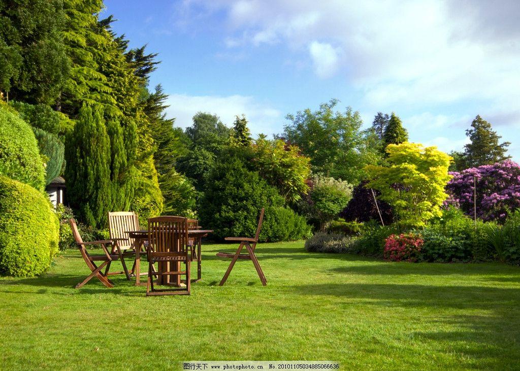 公园 园林 花园 草地 休闲 桌子 阳光 椅子 蓝天 白云 花朵 花卉