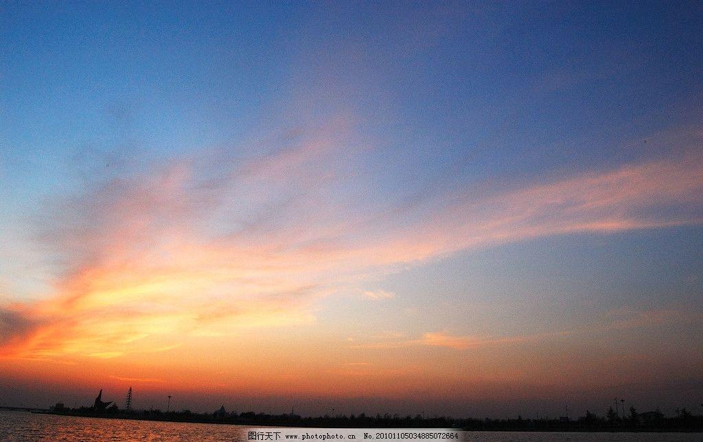 黄昏 天空 水面 蓝天 云彩 自然风景 自然景观 摄影 300dpi jpg