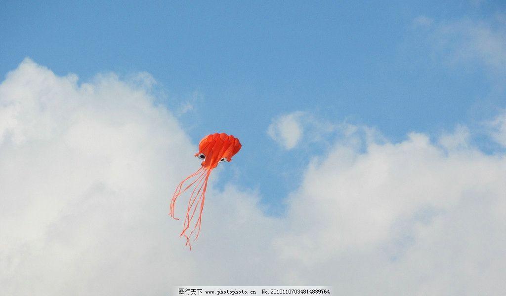 风筝 飘扬的风筝 蓝天白云 海边 红色风筝 阳光 天空 自然风景 自然