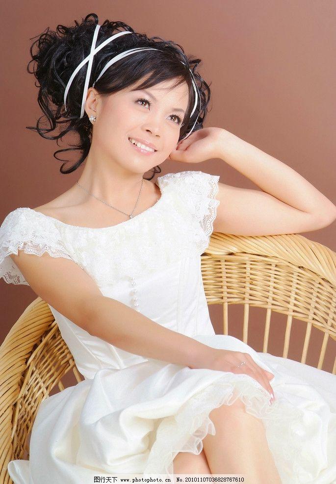 清纯可爱美女婚纱写真图片
