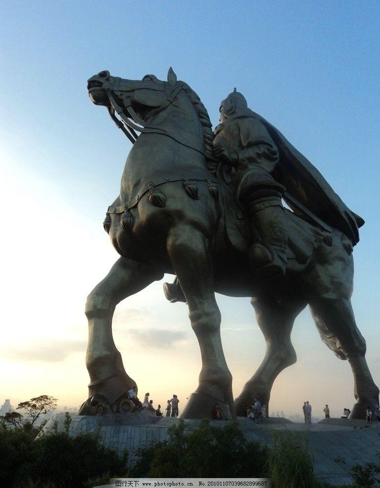 郑成功铜像 郑成功 夜幕 泉州 铜像 英雄 雕塑 建筑园林 摄影 72dpi