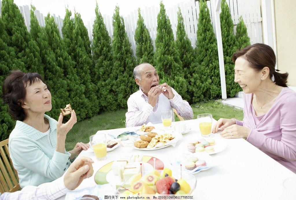 设计图库 人物图库 生活人物  家庭 老人 夫妻 老年人 家庭成员 喜悦
