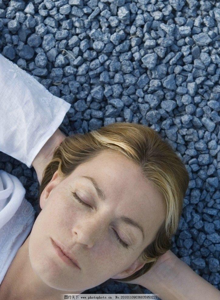欧美女性图片,闭眼 陶醉 睡觉 休息 休闲 美女写真-图