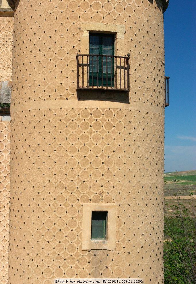 城堡一角 欧式 建筑 城堡 图案 雕花 浮雕 窗户 阳台 铁栏 建筑摄影