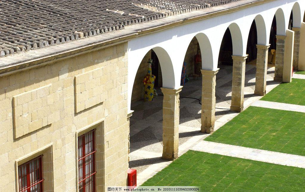 欧式建筑 欧式 建筑 门 门外 门洞 走廊 窗户 房顶 草坪 草地 气模