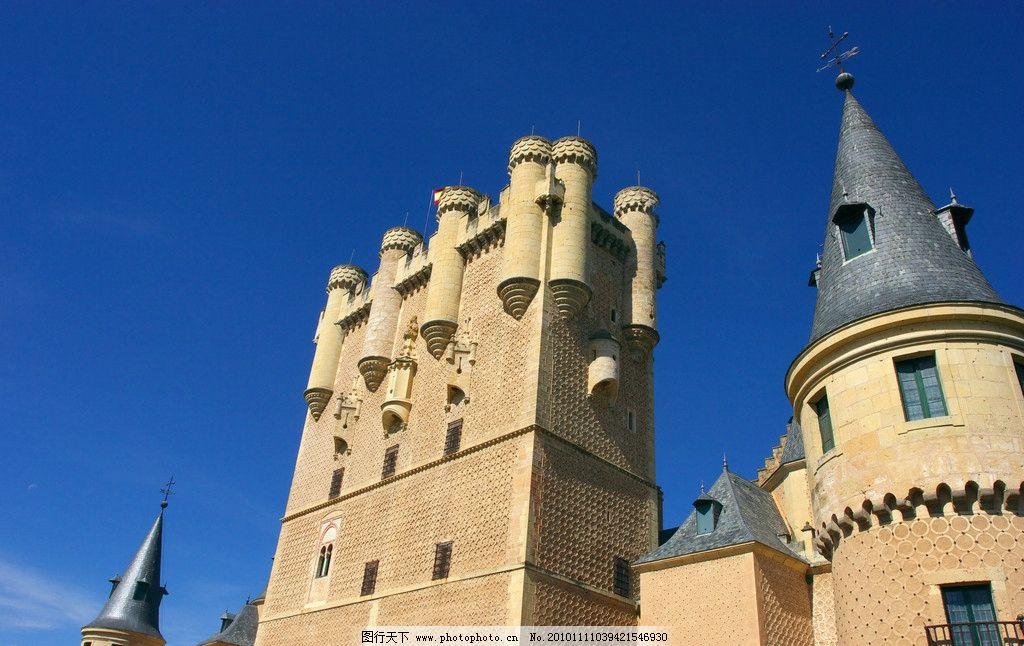 欧式建筑 欧式 建筑 房顶 尖顶 天空 城堡 窗户 铁艺 仰视 柱子 浮雕