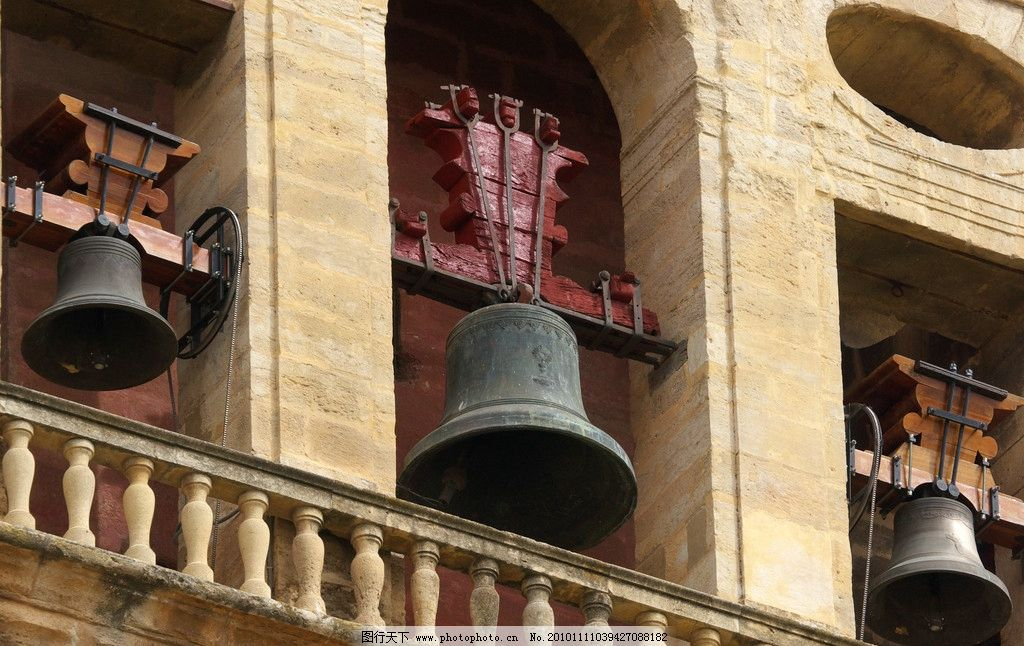 欧式建筑 豪华 浮雕 图案 铜钟 雕花 木架 柱子 门洞 建筑摄影