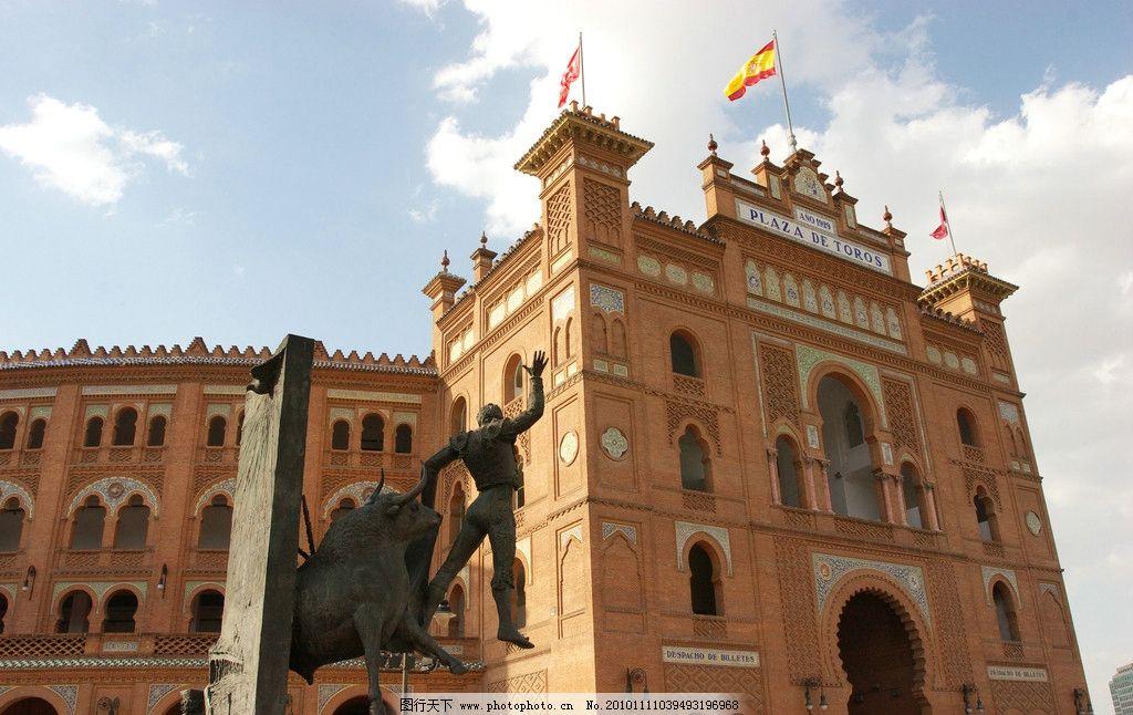 城堡 欧式 建筑 房顶 尖顶 天空 柱子 雕花 雕塑 广场 人物雕塑 建筑