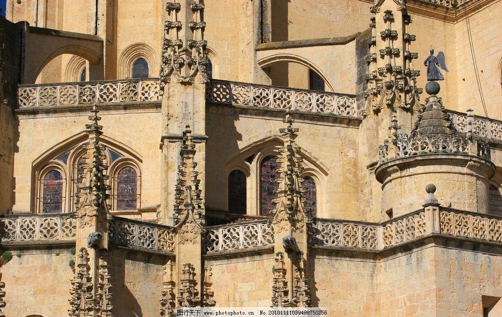 城堡一角 欧式 建筑 尖顶 门洞 浮屠 镂空 图案 雕花 走廊
