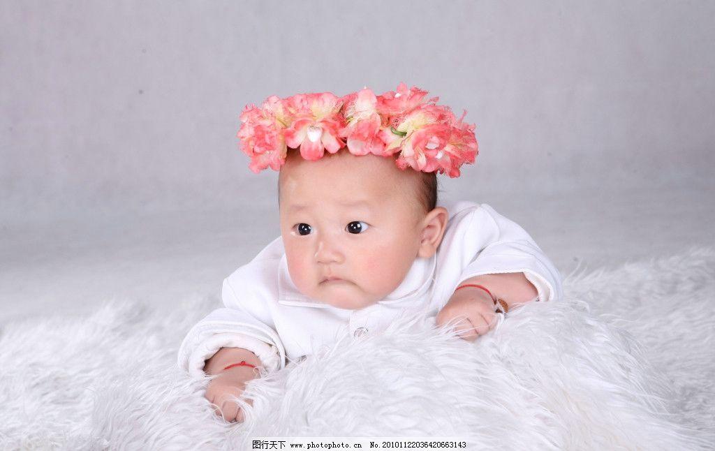 我家宝宝 可爱 宝宝 宝贝 男孩 照片 背景 白色毯子 花朵 花环 儿童