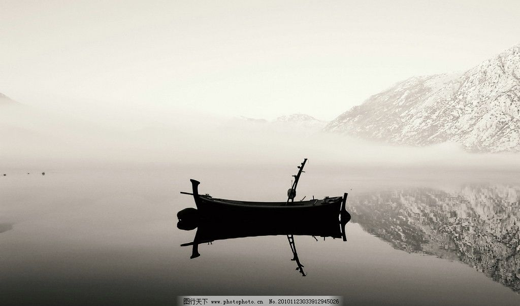 小树 山 天空 水雾 湖泊 风景 自然风景 山水画 山水风景 水墨画 雪山