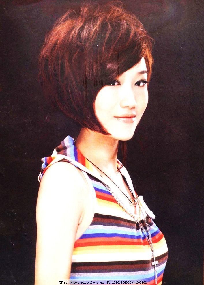 潮流发型 时尚短发 美女模特 酒红色染发 齐耳短发 斜刘海 人物摄影