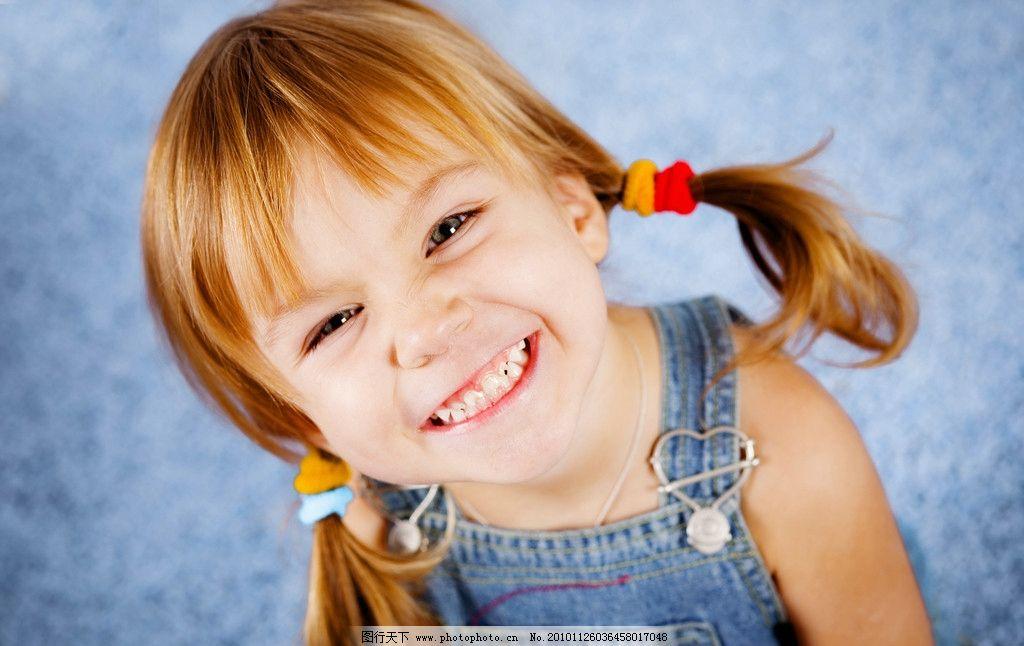 微笑可爱的小女孩 宝宝 幼儿 宝贝 孩子 儿童幼儿 摄影