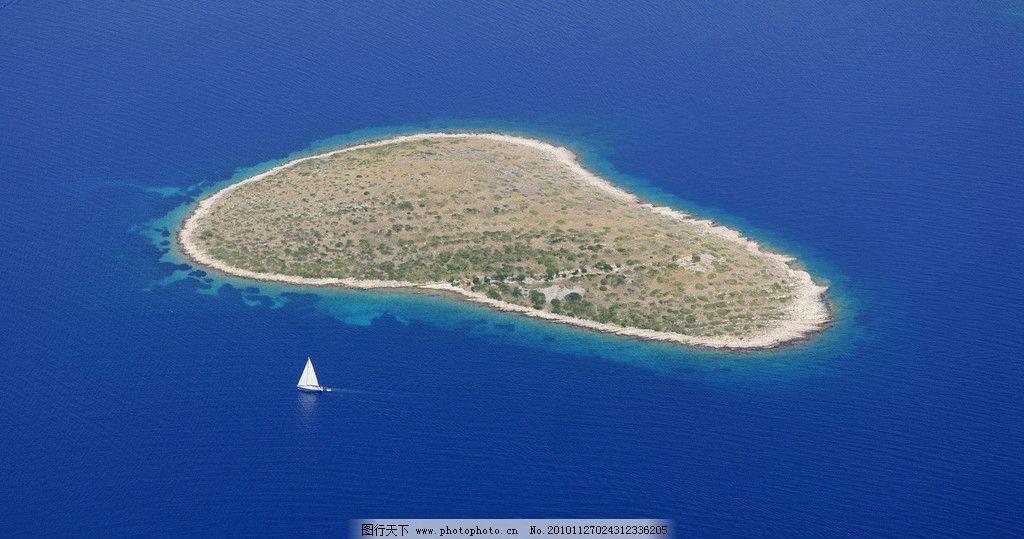 自然风光 风景 大海 海水 孤岛 岛屿 帆船 其他 自然景观 设计 72dpi