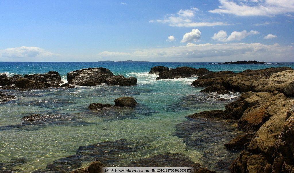 海滩 海滨城市 楼房 大海 椰子树 天空 白云 国外旅游 旅游摄影