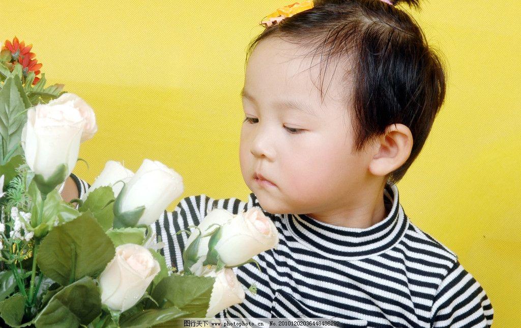 小朋友 儿童 鲜花 安静 发卡 摘花 小脸蛋 乌黑头发 可爱精灵 儿童