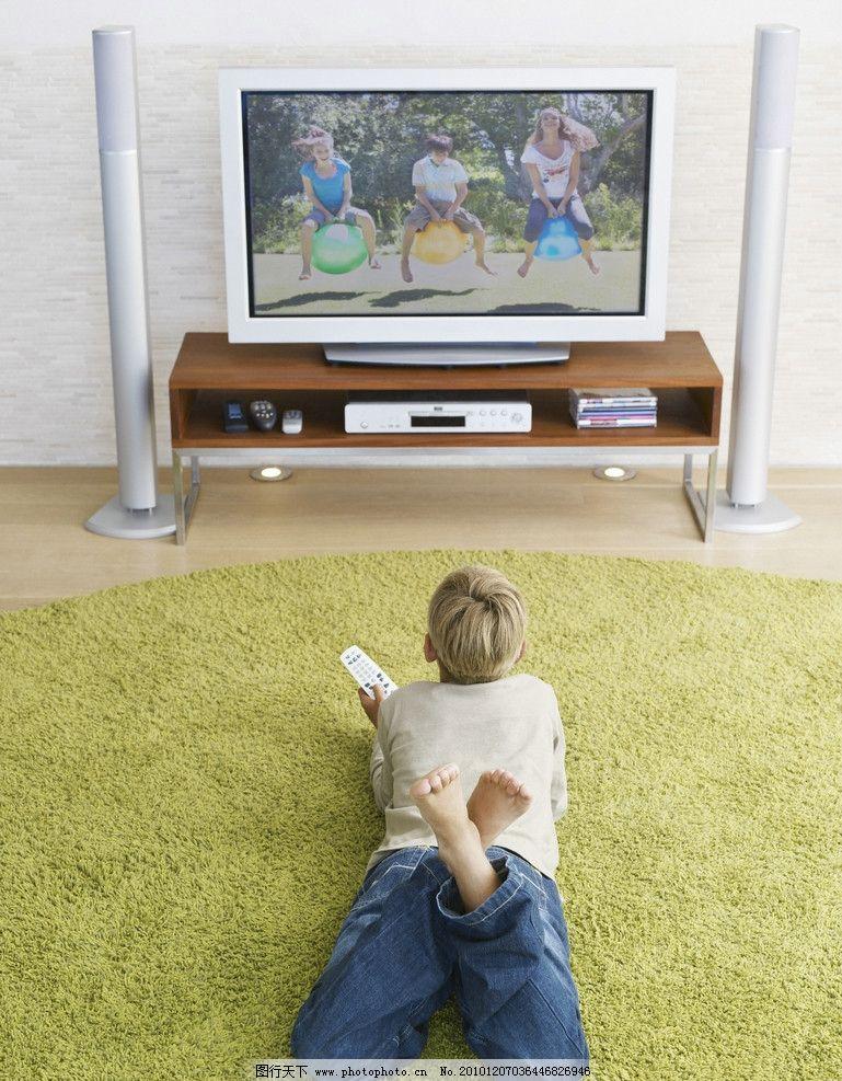 小男孩看电视图片,儿童 国外小男孩 外国小男孩 儿童