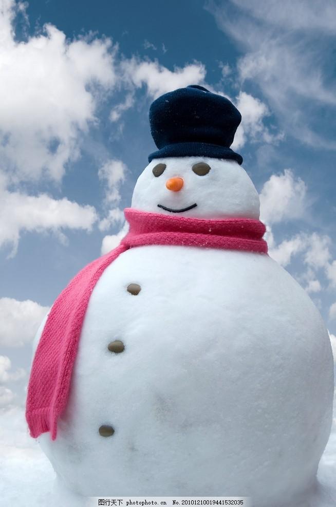 雪人 可爱雪人 圣诞节 圣诞礼物 圣诞元素 礼包 雪地 小雪人