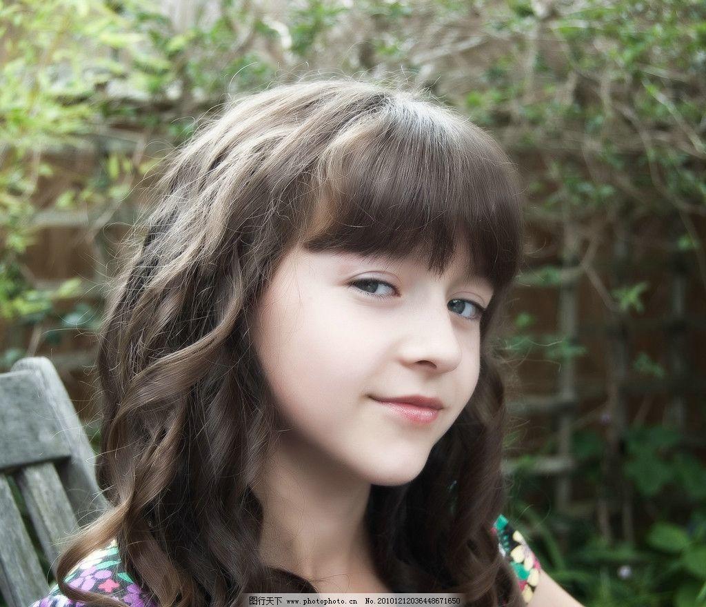 表情自然 细嫩肌肤 儿童时代 外国儿童 花木树草 室外写实照 可爱的下